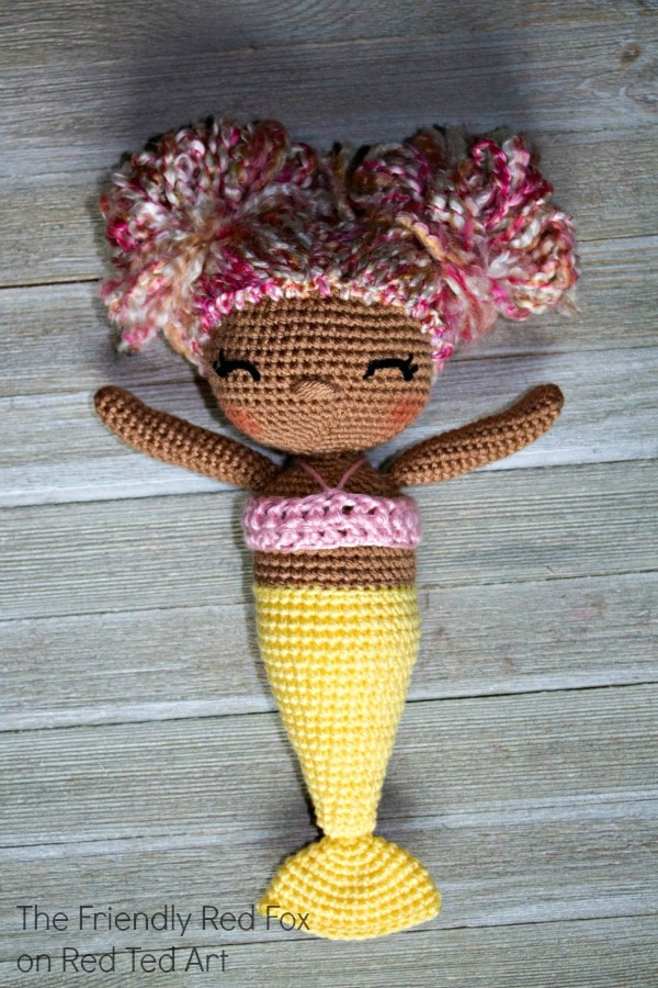 Free Mermaid Crochet Pattern - Love this Mermaid Doll Pattern. Learn how this fab Crocket Mermaid Pattern. Magical Mermaids #Crochet #mermaid #pattern #doll #gifts