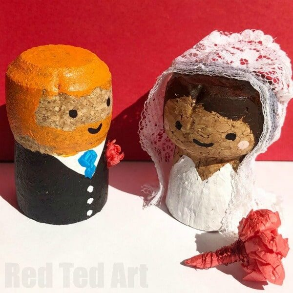 Wedding Cake Toppers made from corks - so cute and easy. Customize to suit the bride and groom.