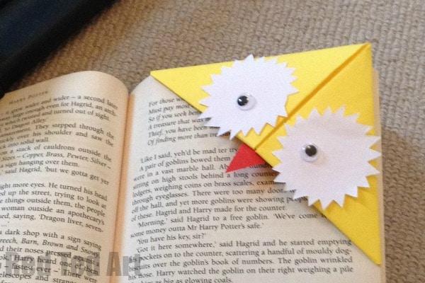 Harry Potter Corner Bookmarks - how to make corner bookmarks. Harry Potter Bookmark ideas for Back to School #backtoschool #schoolsupplies #bookmarks #harrypotter #cornerbookmarks
