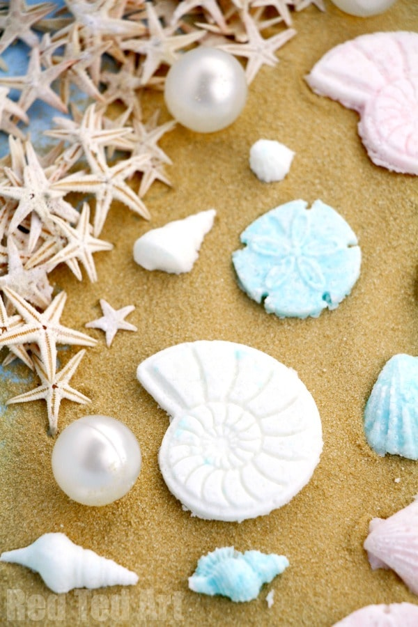 Seashell Bath Bombs - a great DIY Mermaid Party Favour or end of year gift for teens and Teacher Appreciation week! Learn how to make bath bambs #seashells #seashell #bathbombs #favours