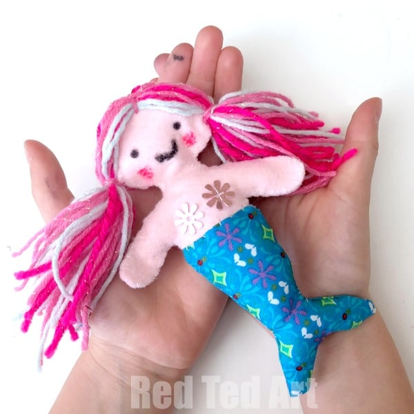 DIY Mermaid Felt Doll for Kids to Sew. Sew a Softie with kids. Teach kids to sew! #mermaids #softie #pattern #kids #learningtosew