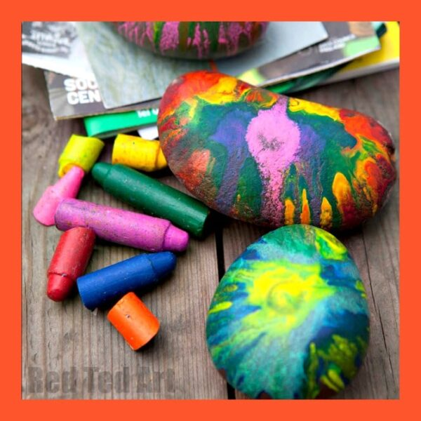 Easy Crayon Rock Paper Weights. These are super fun to make and a great Father's Day Gift or Gift that Kids Can Make at Christmas. If your child loves Rocks, make this easy rock craft!! Great for using up broken crayons too. Or make it as a year end Teacher's Gift #fathersday #crayons #rocks #paperweights #giftskidscanmake #teachersgifts