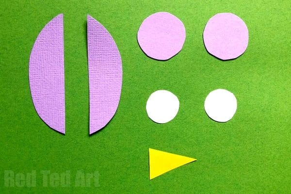 Easy Owl Origami Bookmarks - learn how to make origami bookmark owls. Adorable Paper Owl Bookmarks based on the traditional easy Origami Bookmark Corner pattern! #owls #bookmarks #cornerbookmarks #origami