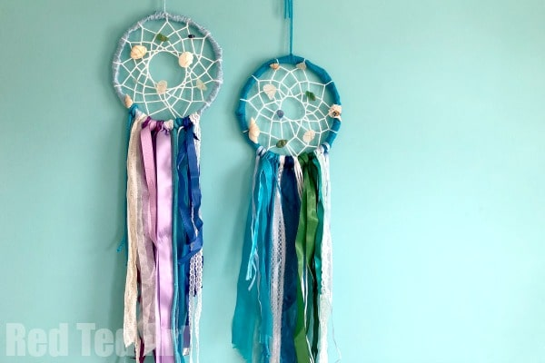 DIY Mermaid Dreamcatcher - how to make a dreamcatcher - decorate with Seashells and Sea Glass for a lovely Mermaid Decoration #mermaids #dreamcatcher #decorations #seaglass #seashells