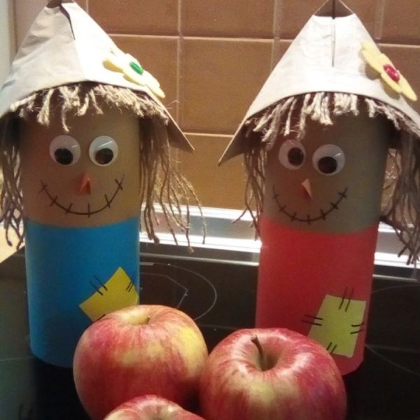 Easy Toilet Paper Roll Scarecrow for Preschool. Fun with Toilet Paper Rolls for Harvest Festival or Fall. How cute are these recycled Scarecrows?! Adore #scarecrow #toiletpaperrolls #tprolls #cardboardtubes #harvest #fall