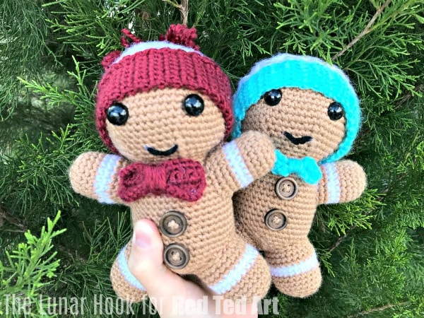 Free Gingerbread Man Crochet Pattern for Christmas. How to crochet a Gingerbread Man Toy for Christmas #christmas #crochet #pattern