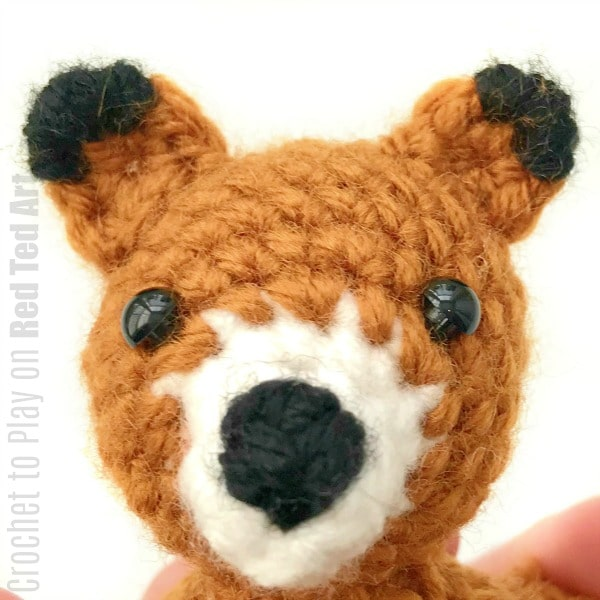 Free Crochet Fox Ornament Pattern. Super cute Fox Crochet Pattern for Christmas. Love these Woodland animals. So cute. #Fox #pattern #crochet