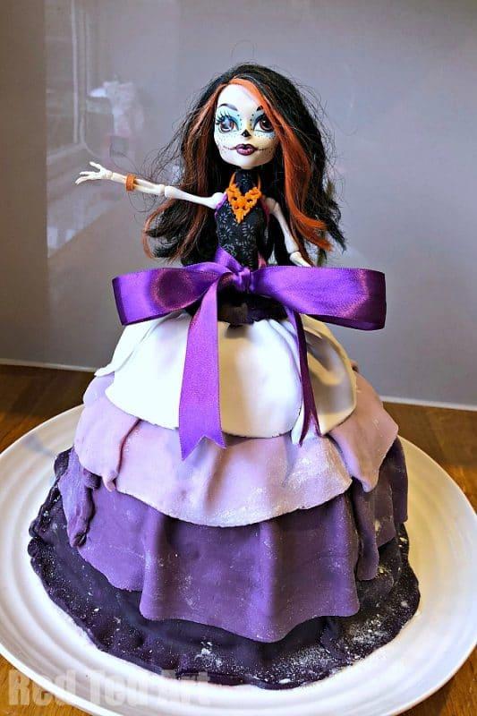 Easy Halloween Cake for Kids - from Barbie Doll Cake to Monster High Cake for Halloween. Fun, easy, SPOOKY! #Halloween #cake #baking