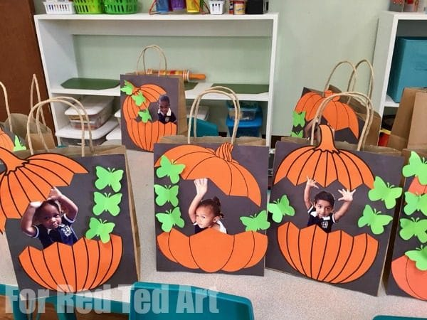 Easy Pumpkin Treat Bags for Preschool - make these personalised photo treat bags for Halloween or Thanksgiving. The Preschoolers will love to see their photos. So fun! #halloween #thanksgiving #preschool