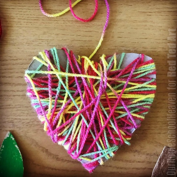 Yarn Wrapped Hearts - easy yarn heart ornaments for kids to make at Christmas or valentines #yarn #hearts #christmas #valentines