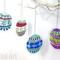 DIY Stained Glass Effect Plastic Lid Christmas Ornaments
