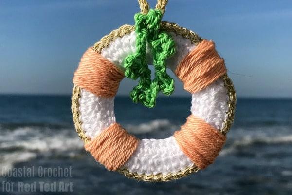 Lifebuoy Ornament Crochet Pattern - Beach inspired Christmas Decorations #crochet #beach #lifebuoy #Christmas