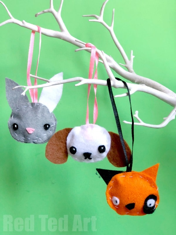 Felt Animal Ornaments for kids to sew. How to sew felt ornaments with kids. #Christmas #felt #animals #sewing