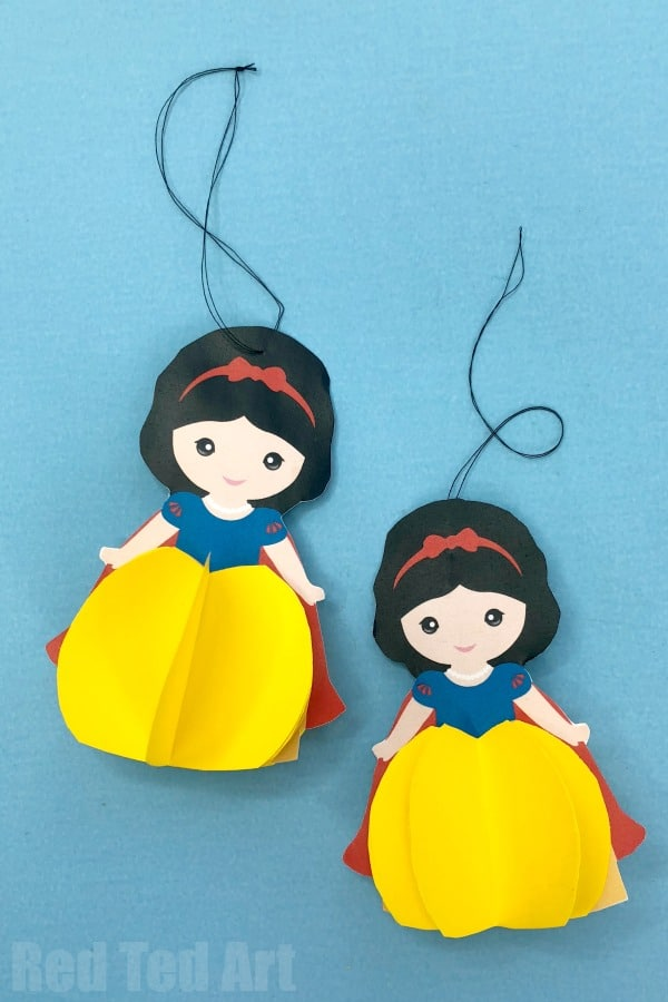 How to make a Snow White Ornament for Christmas or Birthday Parties. Free Printable for Snow White Fans. Christmas Decoration DIYs #Christmas #snowwhite #printable #princess