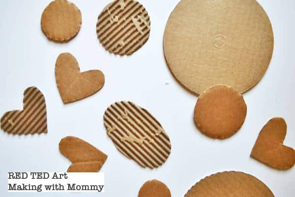 Easy Recycled Love Bugs - a great Valentines Craft for kids. Get creative with recycled cardboard and other bits for Valentines. Great Valentines Art for Kids and Preschoolers #Valentines #recycled #lovebugs #kids #preschool