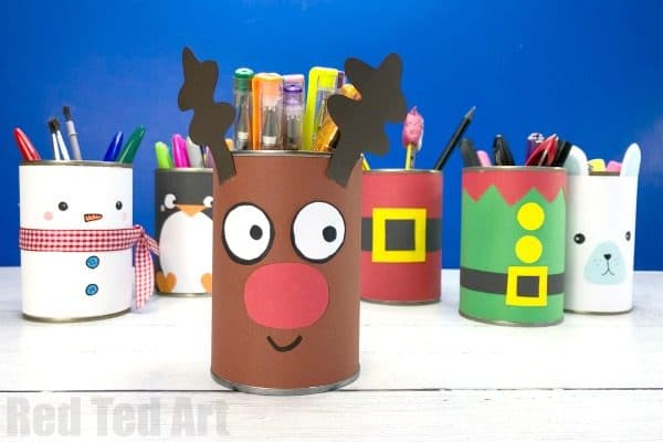 Easy DIY Reindeer Desk Tidy or Reinder Pencil Pot DIY! A great 5 minute craft for Christmas. Upcycle a tin can and transfrom it with paper to make Rudolph