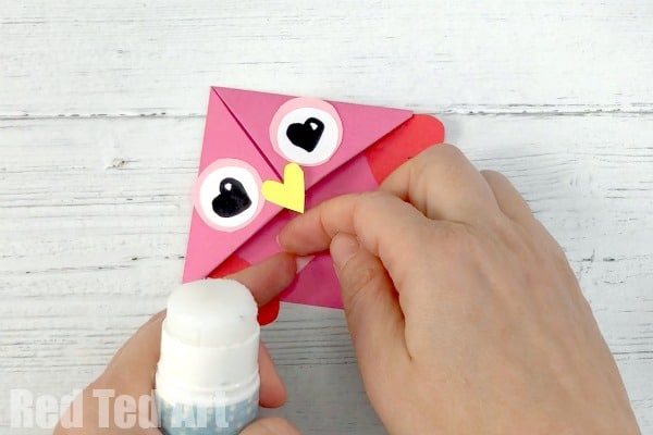 Fun Gift Idea for Valentine's in the Classroom. Classroom Valentine's Day Owl Bookmark. Valentine's Owl Corner Bookmark Gift Idea for Kids. Incl. Owl Puns #owls #valentines #bookmarks #cornerboomarks #puns #gifts