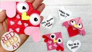 Cute & Easy Valentine's Ideas For Kids and in the Classroom - brand new Valentine's Day Ideas to try out with the kids at home or classroom! Valentine's Day Crafts