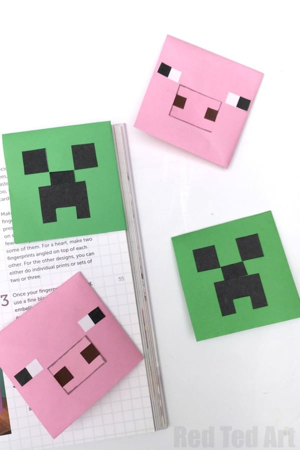 How to make a Creeper Corner Bookmark. Easy Paper Minecraft DIY for Minecraft Fans. Love this fun Corner Bookmark Design. Minecraft Bookmark ideas. #creeper #minecraft #cornerbookmark #design