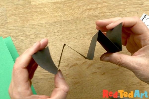 Concertina paper for paper chain