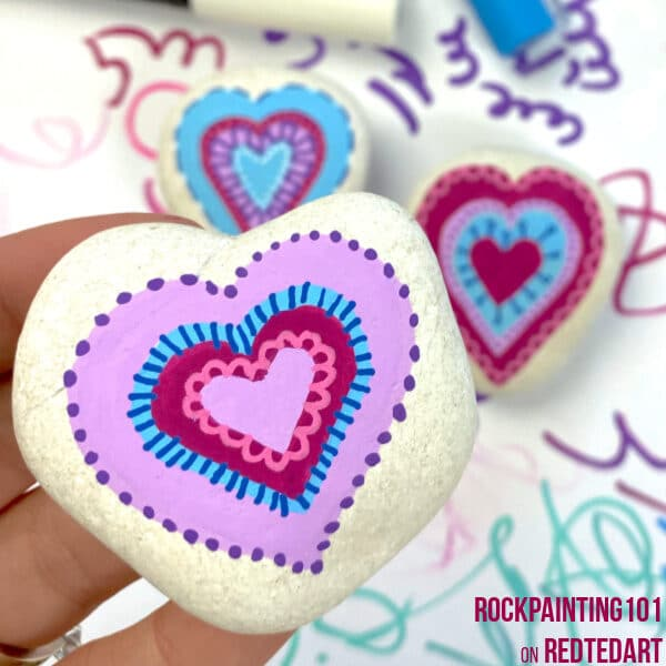 How to paint hearts on rocks for Valentine's Day