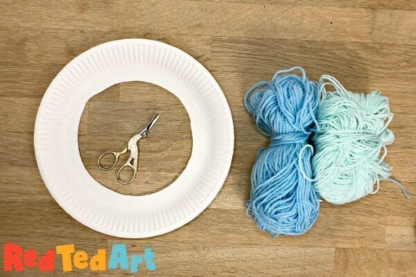 Making a paper plate wreath with yarn for WInter