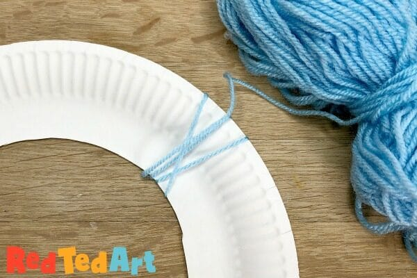 DIY Yarn Wreath from Paper Plates - so easy to make