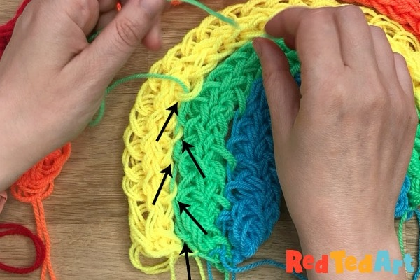 connecting finger knitting