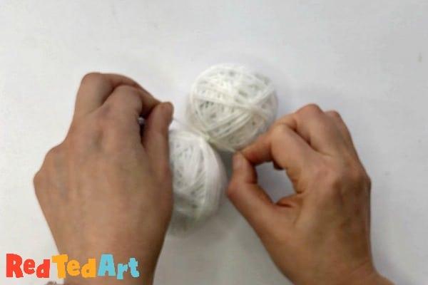knotting the yarn